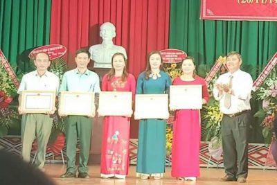 Phòng Giáo dục và Đào tạo huyện tổ chức Tọa đàm kỷ niệm 37 năm ngày Nhà giáo Việt Nam và phát thưởng cho các tập thể đạt thể đạt thành tích xuất sắc trong năm học 2018-2019.